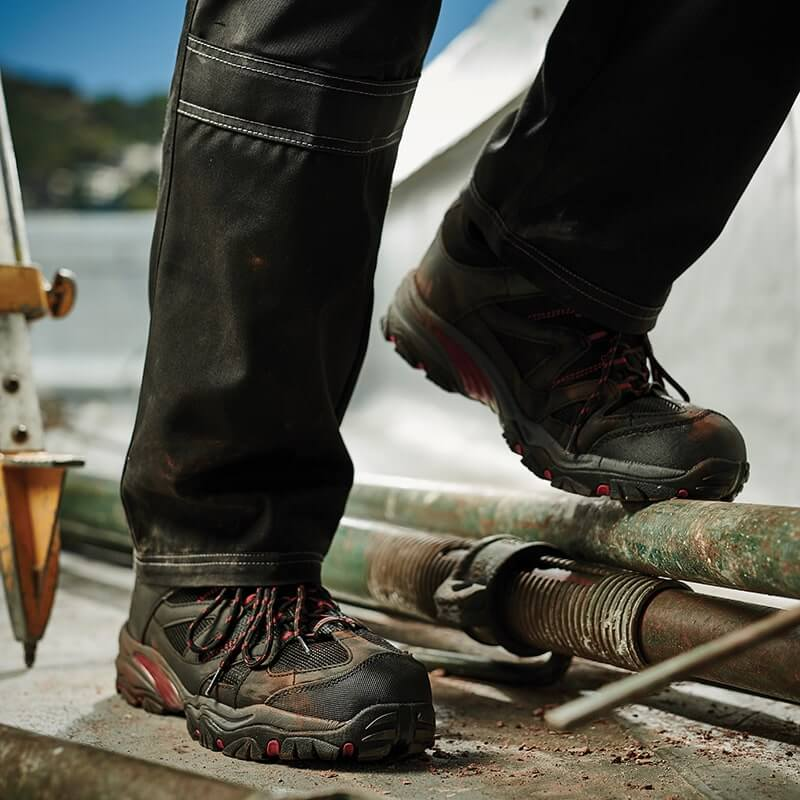 Safety footwear, safety shoes, safety boots